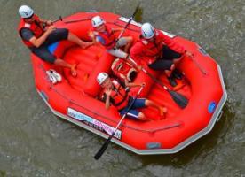Rafting w Polsce. Rodzinny spływ pontonowy czy ekstremalna przygoda? Co trzeba wiedzieć o spływach pontonami? - Atrakcje.pl